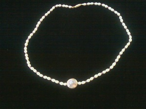 picture of freshwater Pearls Necklace with black background